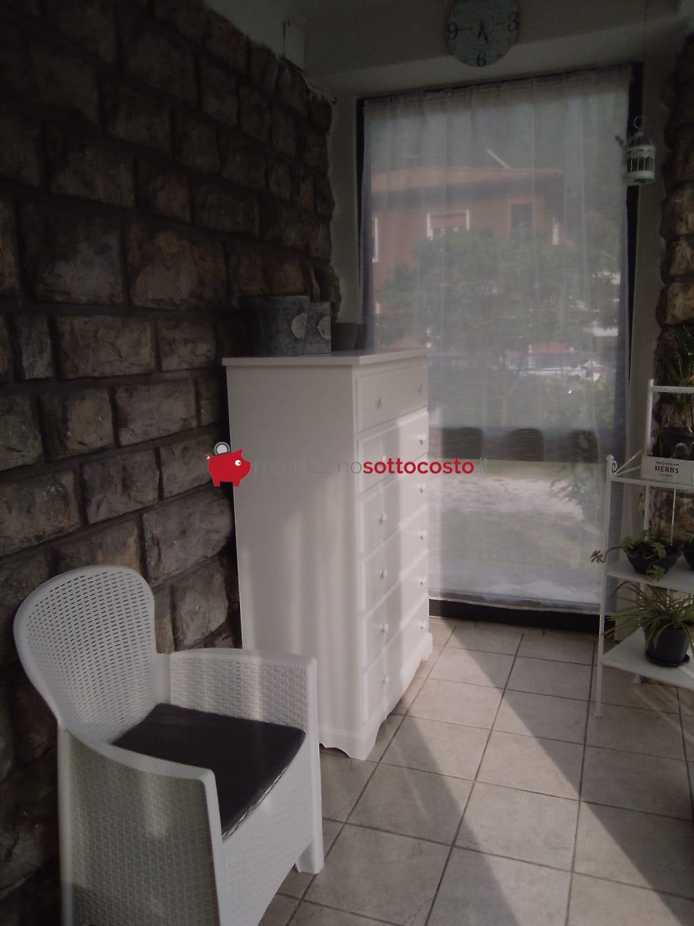 CASSETTIERA BIANCO OPACO fornita dal cliente